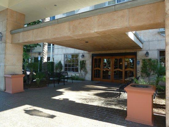 Ayres Hotel Anaheim: Front