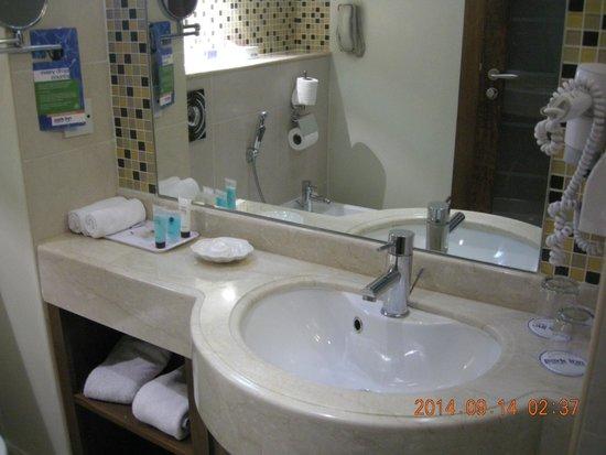 Park Inn by Radisson Al Khobar: Washroom