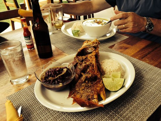 Roberto's Bar & Restaurant: Enjoy the view & food