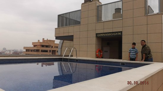 Valencia Center Hotel: En el área de la piscina