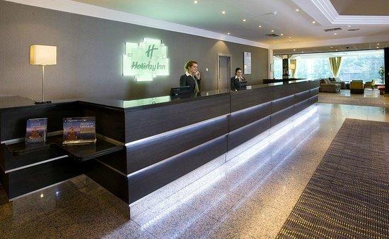 Holiday Inn London - Wembley: The reception desk