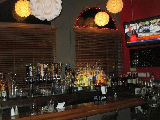 White Cap Grille: Bar View