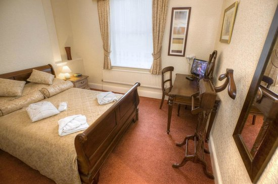 Bourne Hall Country Hotel: Suite Bedroom