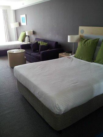BreakFree on George : Bedroom & Lounge
