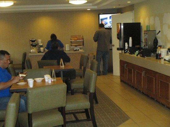 La Quinta Inn & Suites Portland : Breakfast Room