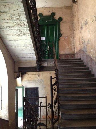 Carpe Noctem Hostel : fachada da entrada, o hostel fica no último andar