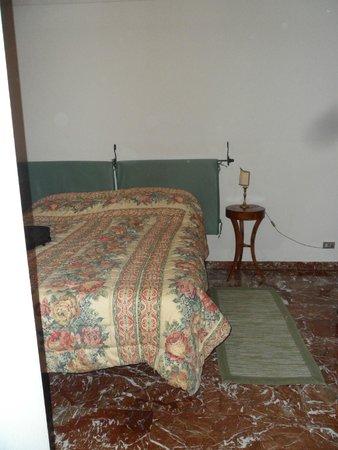 Locanda Paradiso: Nice big bed.