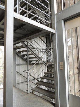 silos davis museo de arte escaleras internas del museo