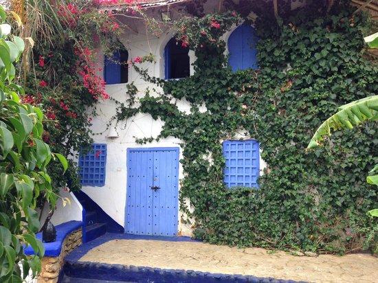 Berbari: Patio del hotel, con ventanas de la Suite