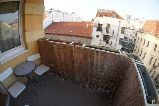 InnerCity Apartments: балкон