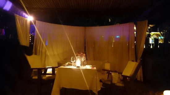 DPNY Beach Hotel & Spa: Jantar romântico na areia da praia