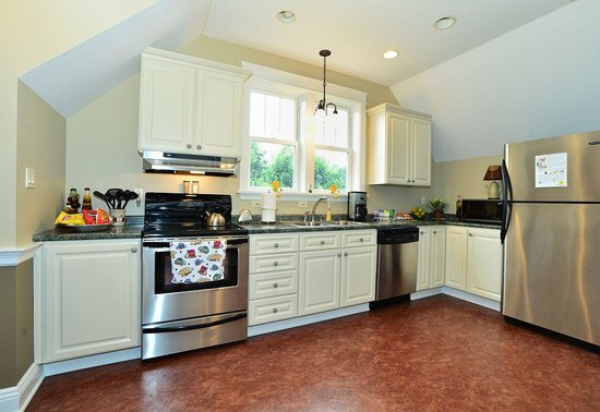 Chapel Valley Estate: Carriage House Kitchen