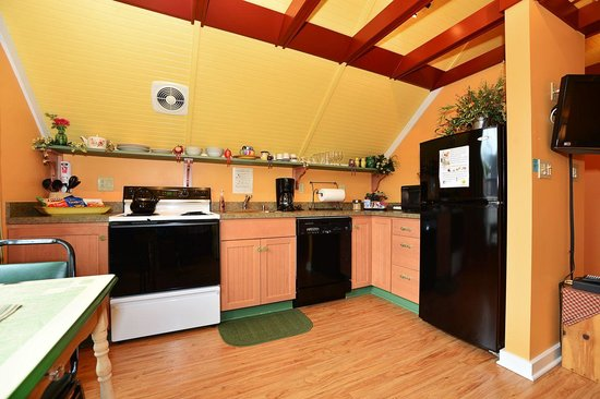 Chapel Valley Estate: Cottage Loft Kitchen