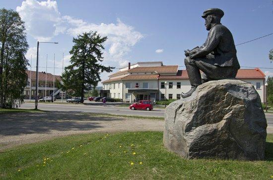 Ylitornio, Finland: Statue of Väino Kataja