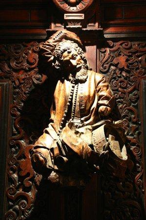 Scuola Grande di San Rocco: Wall sculpture