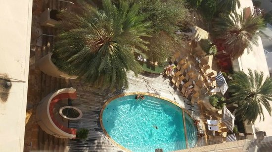 Four Seasons Hotel Houston: view of pool from room