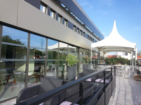 Entr e picture of brit hotel porte d 39 espagne perpignan for Porte 12 tripadvisor