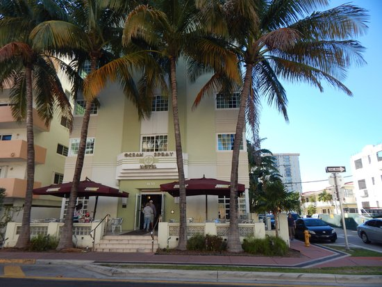 Ocean Spray Hotel: Outside of the hotel