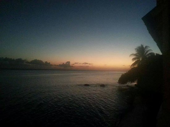LemonTree Oceanfront Cottages : Sunset view from the Banana Suite
