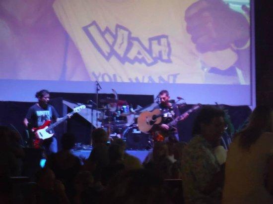 Wah Wah Beach Bar: Wah you want