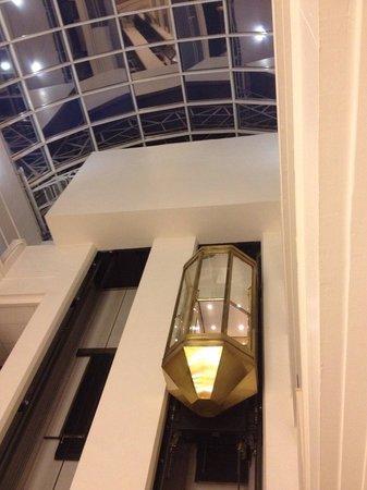 Moscow Marriott Tverskaya Hotel : Golden elevator
