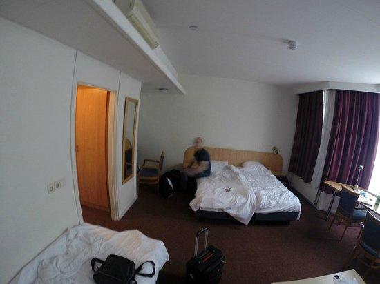 Hotel Rotterdam: Трехместный номер