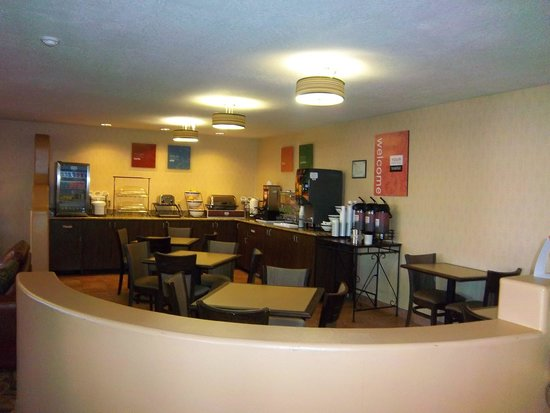 Comfort Inn & Suites Los Alamos: Breakfast Area