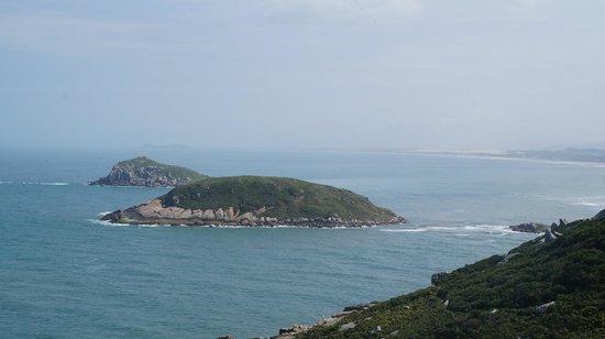 Farol da Praia da Vila: Ilhas vistas da trilha