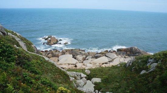 Farol da Praia da Vila: Vista do costão