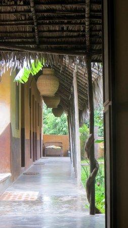 Casa do Gabriel: corridor in the common patio