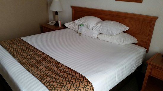 Drury Inn & Suites Lafayette: The bed was super comfy
