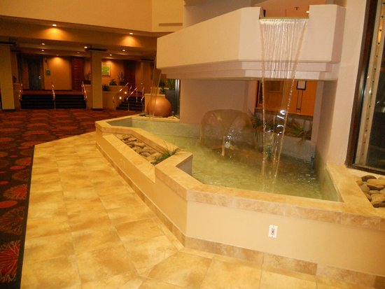 Holiday Inn Springdale/Fayetteville Area: Lobby Waterfall