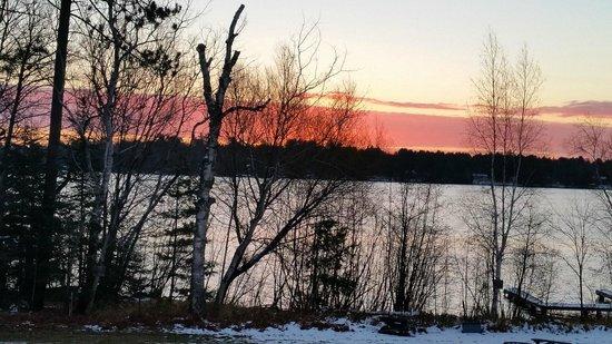 Hiawatha Lodge Inn : Sunrise on a Snowy Morning
