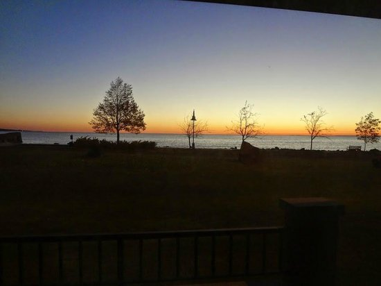 The Inn on Lake Superior: Sunrise from the room