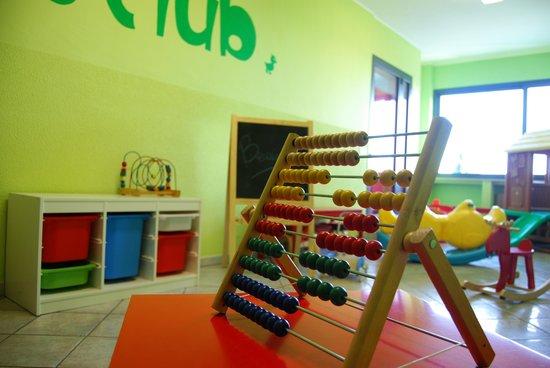 Sala Giochi Per Bambini : Residence santanna*** pietra ligure la sala giochi interna per