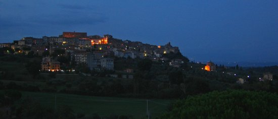 Grand Albergo Fortuna: Old town from balcony in evening.