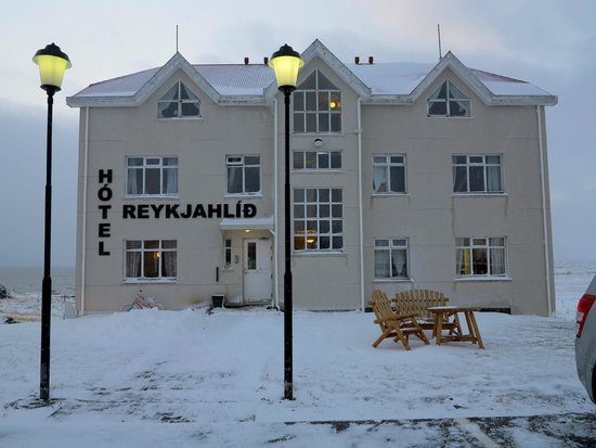 Hotel Reykjahlid: love the 2 lamp posts!