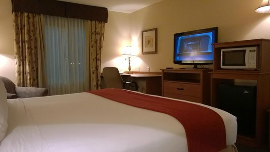 Holiday Inn Express Las Vegas Nellis: King Size Bedroom