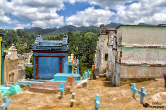 Chichi Cemetery: tombs