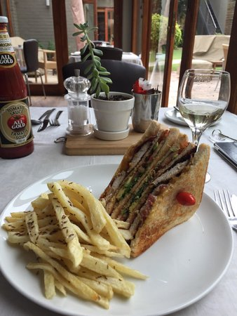 The Peech Hotel : Club Sandwich with under cooked and cumin flavoured chips