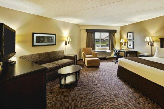 AmericInn Lodge & Suites Beaver Dam: Guestroom