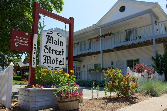 Main Street Motel: Main entrance/view from road