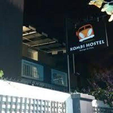 Kombi Hostel: Frente