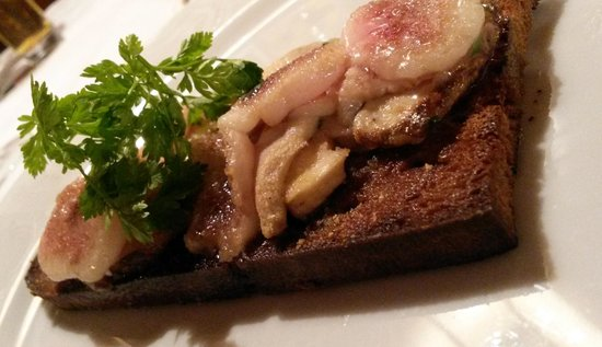 Gasthof Zur Post: Hongos y tocino sobre tostada de pan negro