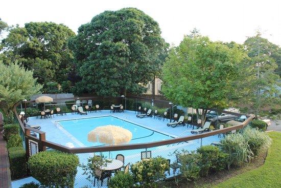 Kenny's Tipperary Inn: Swimming Pool