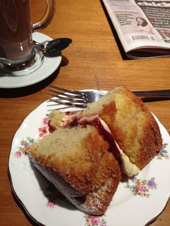 Rattle Gill Cafe: Miss Victoria sponge