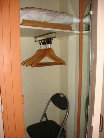 Royal Phare Hotel : Pequeño armario para guardar las cosas