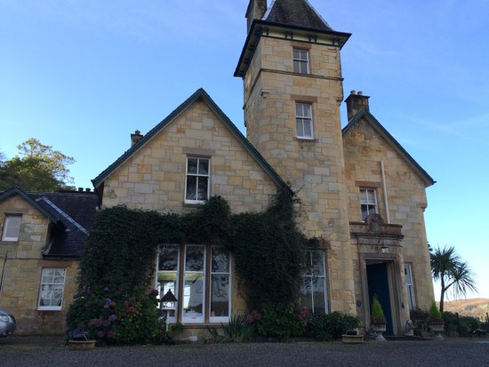 Dungallan Country House: Front Entrance