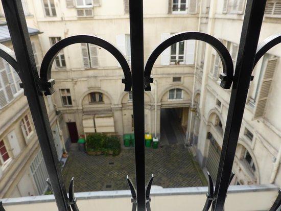 Best Western Premier Faubourg 88 : Blick vom Zimmen in einen Pariser Innenhof