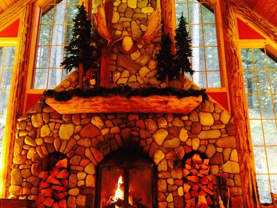 """Hidden Moose Lodge: Warm and welcoming living room in """"lodge"""""""